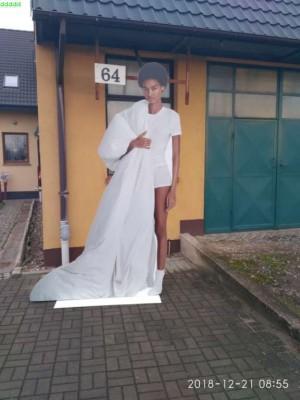 postać z kartonu biała kobieta